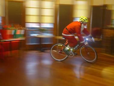 santa-cycling