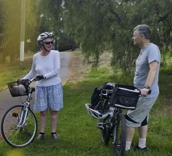 Richard welcomes Ruth to Saturday riding with Cycling Geelong